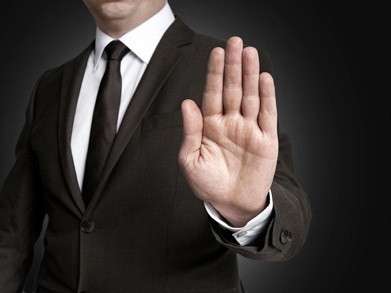 Signe de refus de la main.