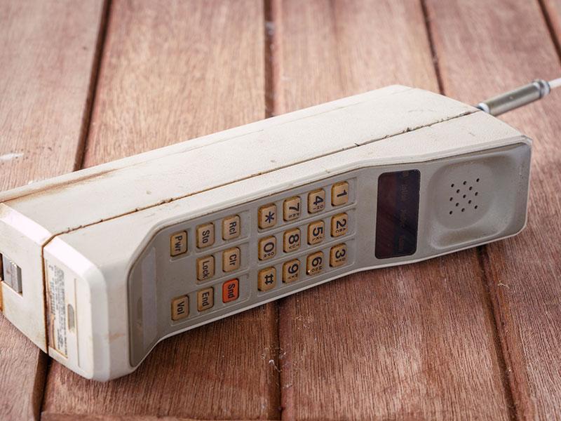 Téléphone cellulaire vintage des années 1990.