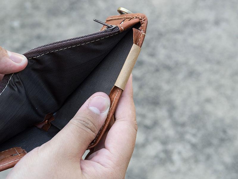 Portefeuille vide ouvert.