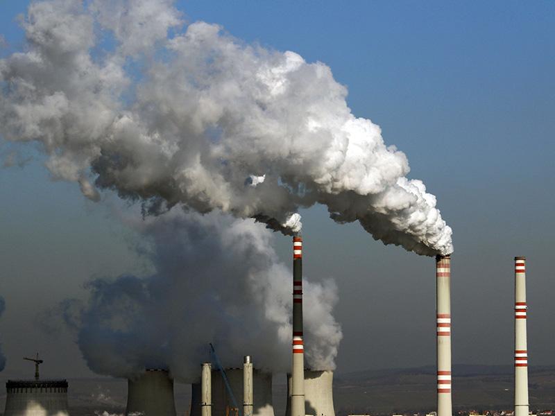Nuages de fumées toxiques produites par le secteur de l'énergie.