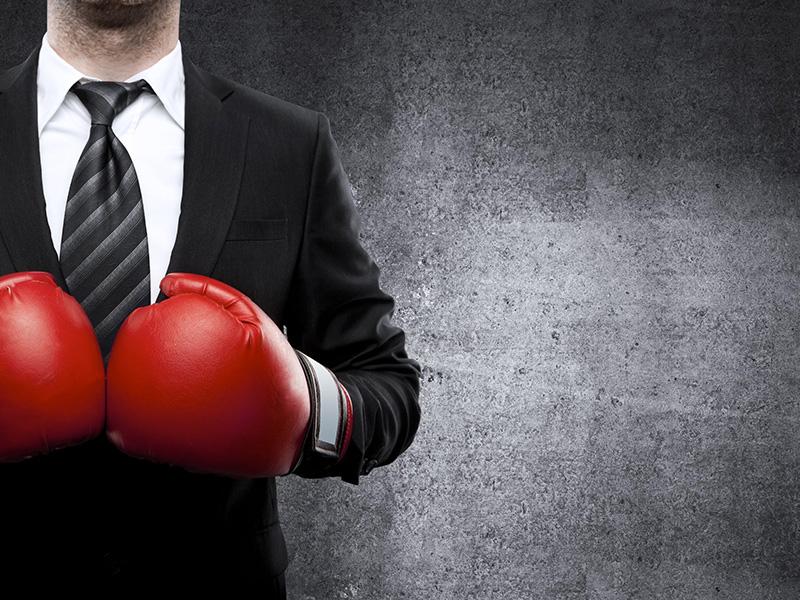 Conseiller portant des gants de boxe.