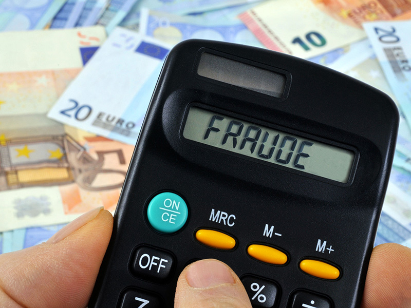 Calculatrice et euros.