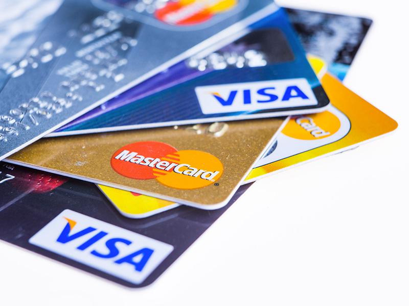 Cartes de crédit Visa et Mastercard.