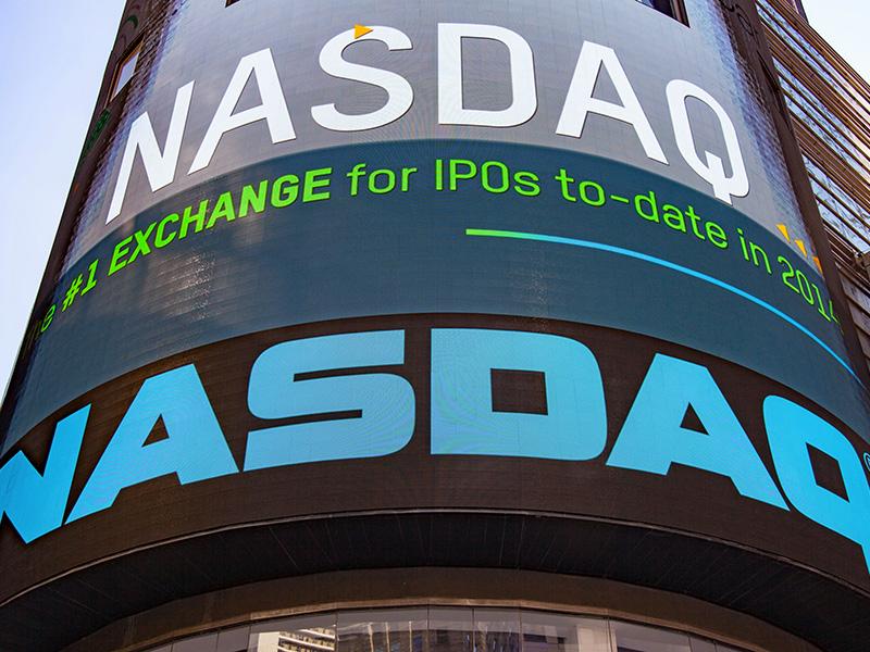 Panneau d'affichage NASDAQ à Times Square, à New York.