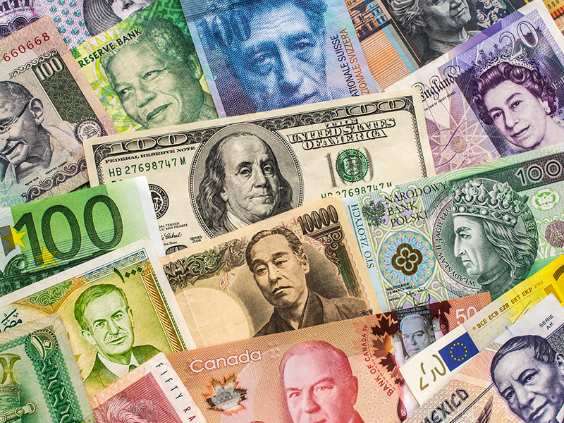 Billets de banque de plusieurs pays.
