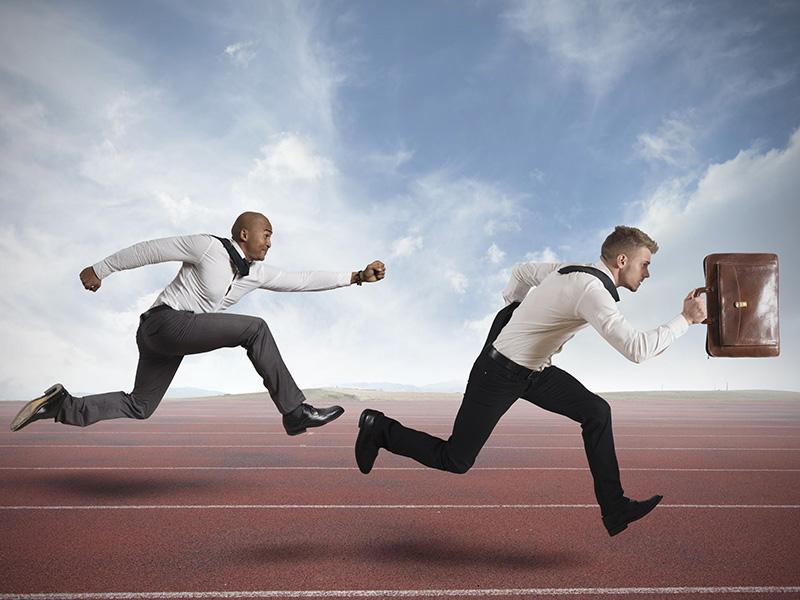 Deux conseillers se livrant à une course.