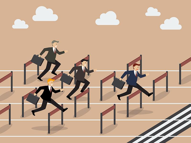 Hommes d'affaires s'adonnant à une course à obstacles.