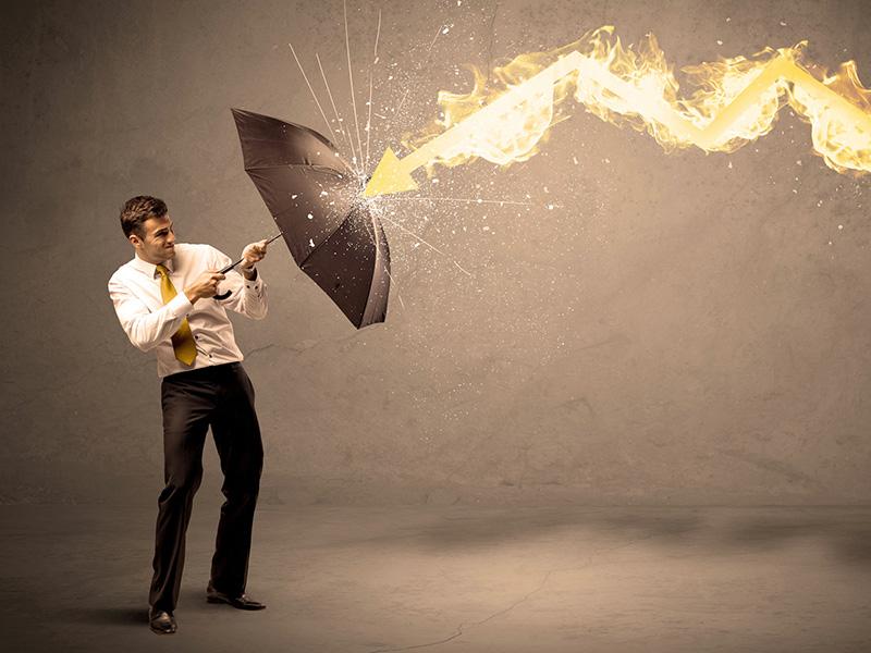 Conseiller se protégeant avec un parapluie de la foudre.