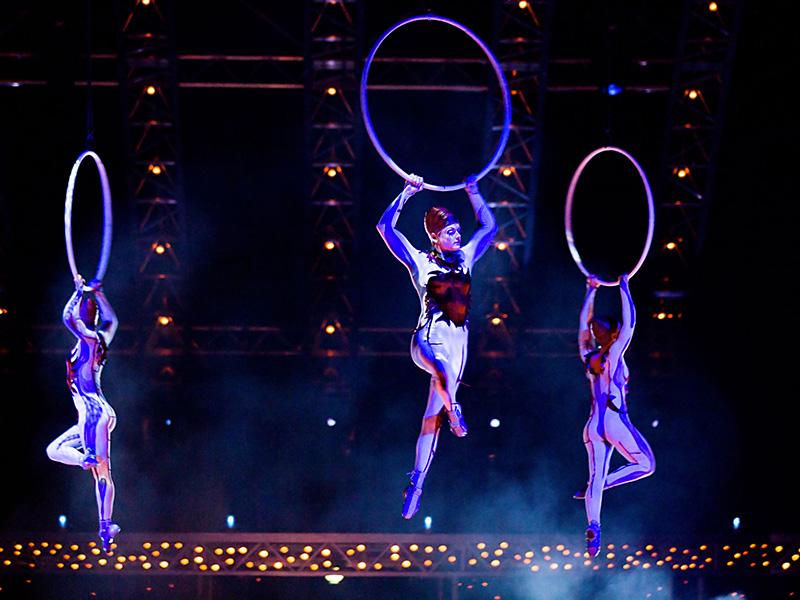 Acrobates du Cirque du Soleil.
