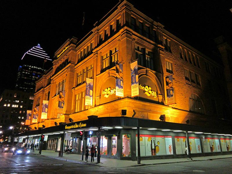 L'édifice de la compagnie de la Baie d'Hudson, sur la rue Ste-Catherine, à Montréal.