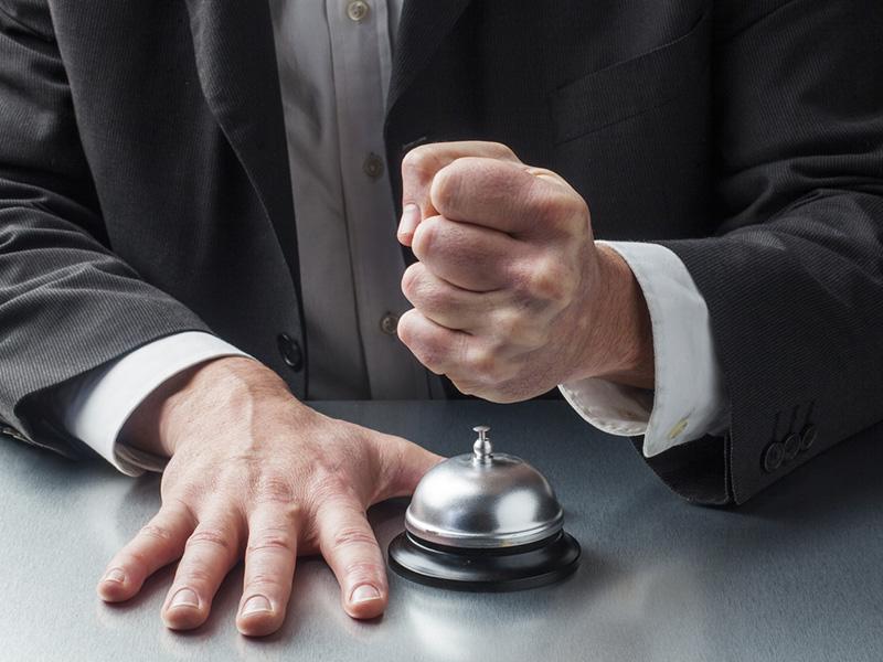 Sonner la clochette pour signaler une plainte.
