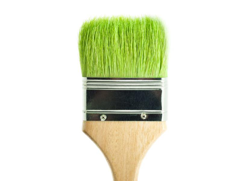 Un pinceau avec des poils en herbe.